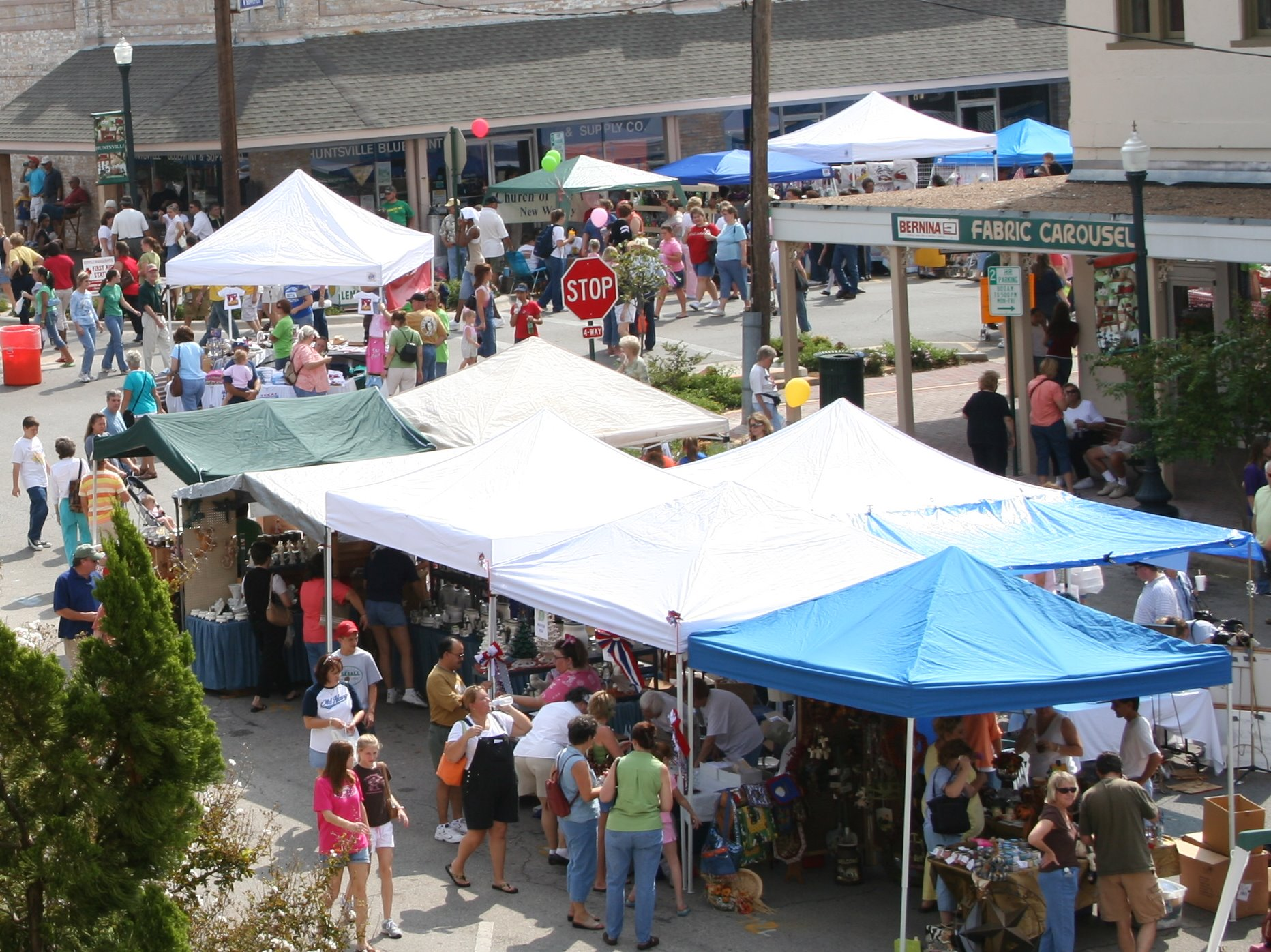 Fair on the Square 2005 from Courthouse.jpg